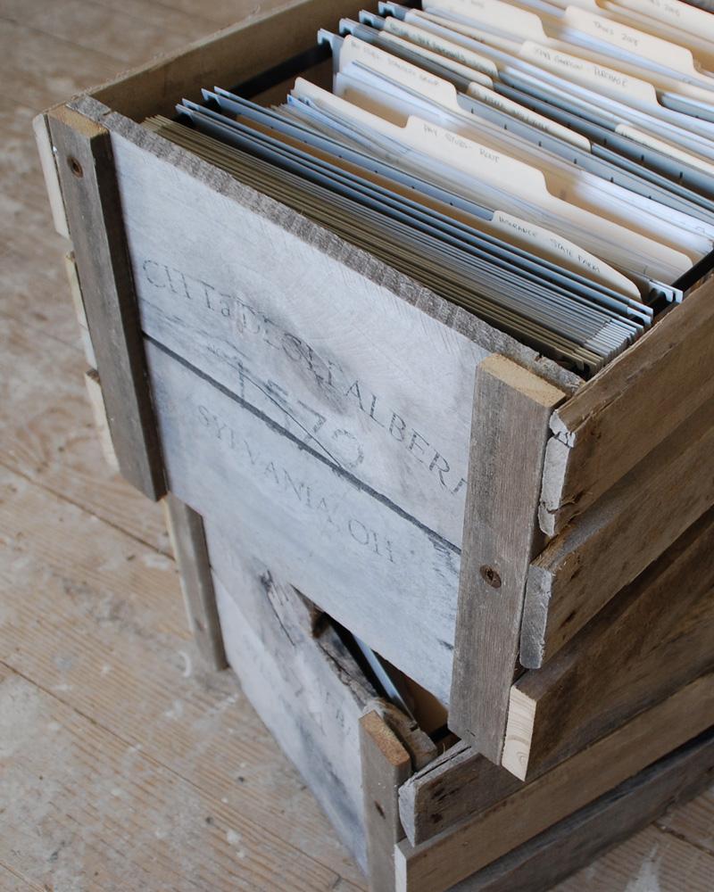 une caisse en bois diy avec une palette
