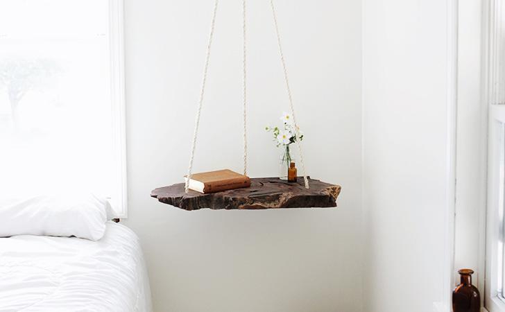 une table de chevet suspendue diy