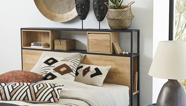une tete de lit avec du rangement pour