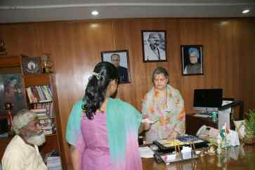 Victim meets the NCW Chief for action against Human traffickers