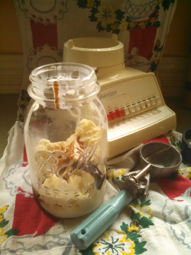 ice cream in a ball jar from Shalavee.com