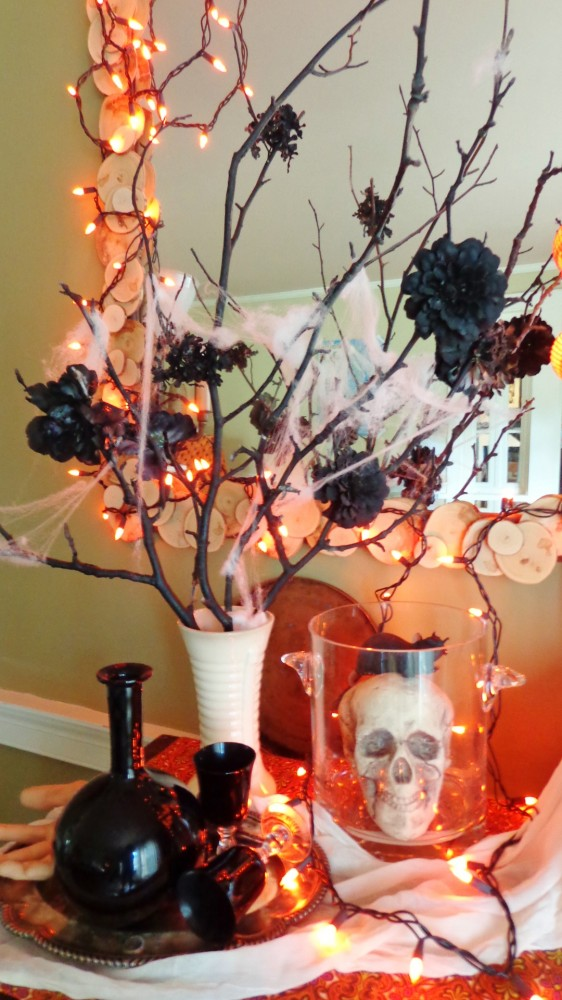 Halloween decorations on shalavee.com
