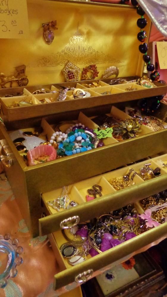 Jewelry box at Moonvine on Shalavee.com