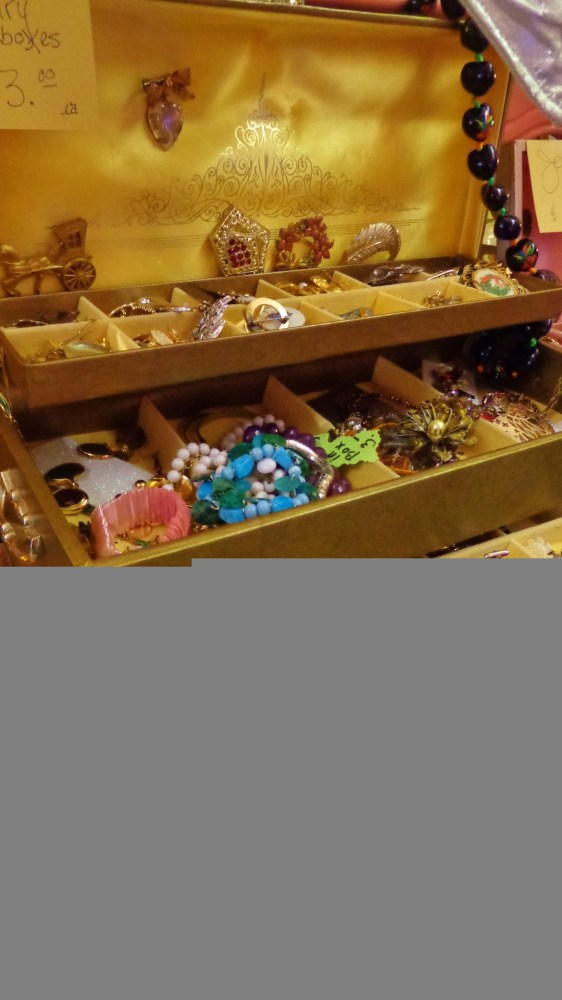 Jewelry box at Moonvine on Shalavee.com