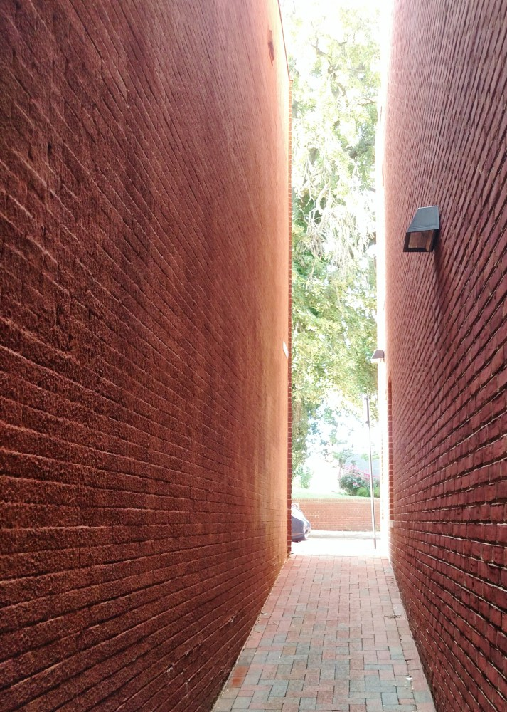 More alleyways in Annapolis on Shalavee.com