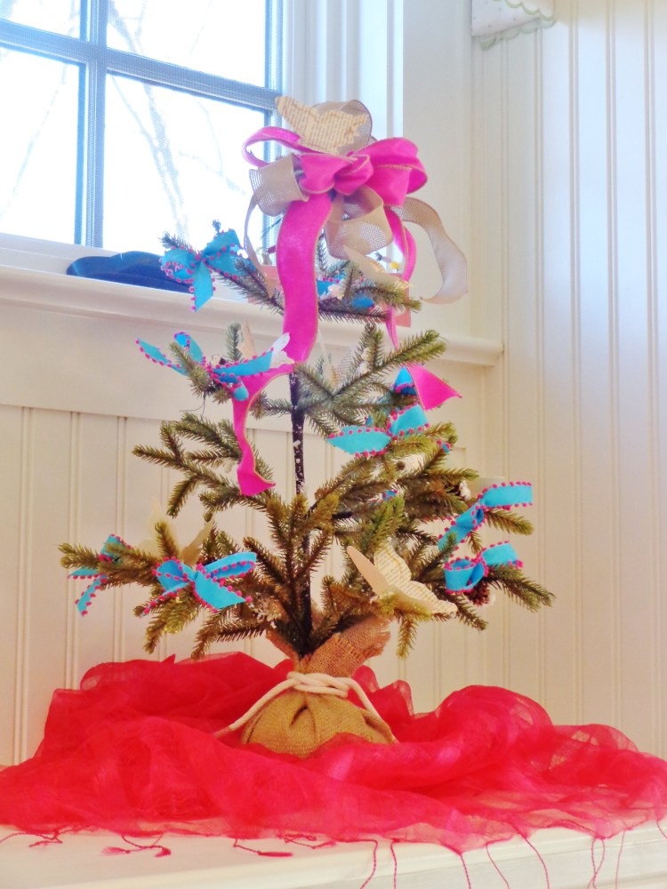 bedroom Christmas tree on Shalavee.com