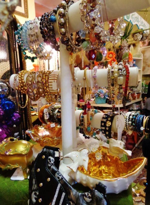 antique jewelry galore at Moonvine on Shalavee.com