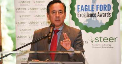 STEER's Eagle Ford Excellence Awards 2015 - Senator Carlos Uresti