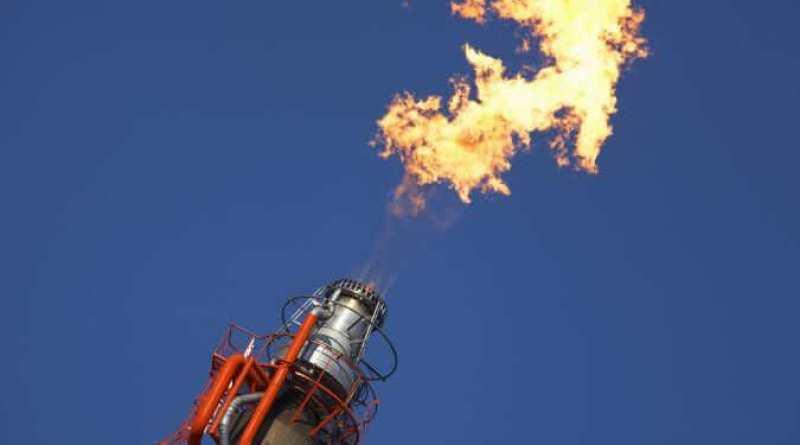 AdobeStock_16019741 - oil field flaring