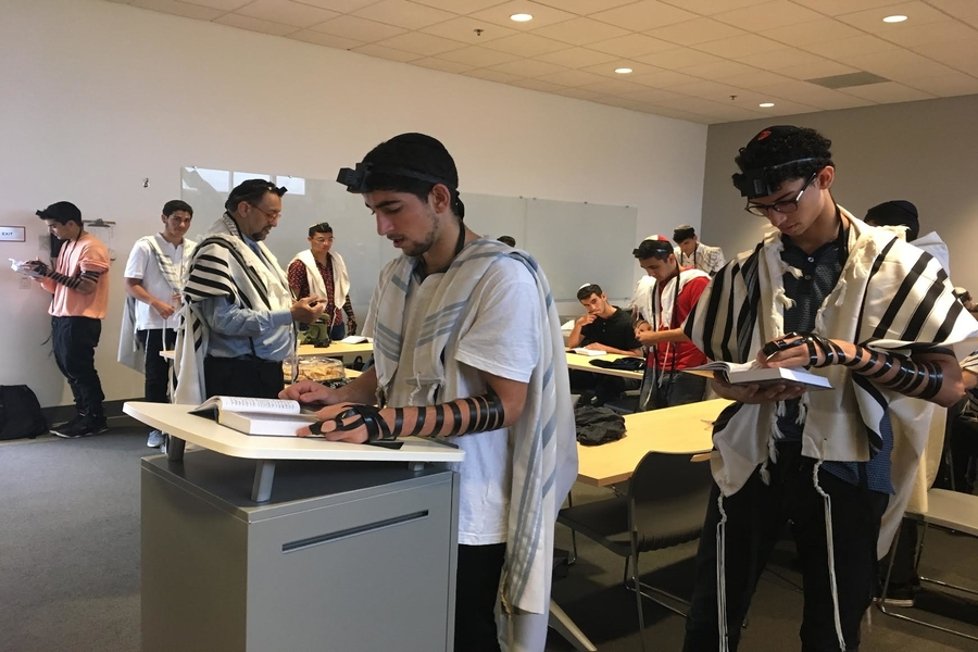 Sephardic minyan returns after four year hiatus