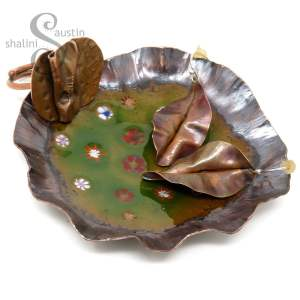 Enamelled Copper Trinket Tray (03) with trinkets