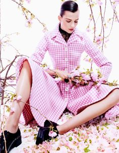 pretty-in-pink-fashion-editorial-vogue-japan