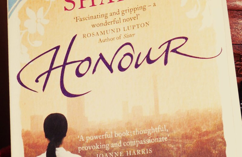 guestblogging-bookreview-bookshelf-books-bookclub-contest-honor-elif-shafak-turkey