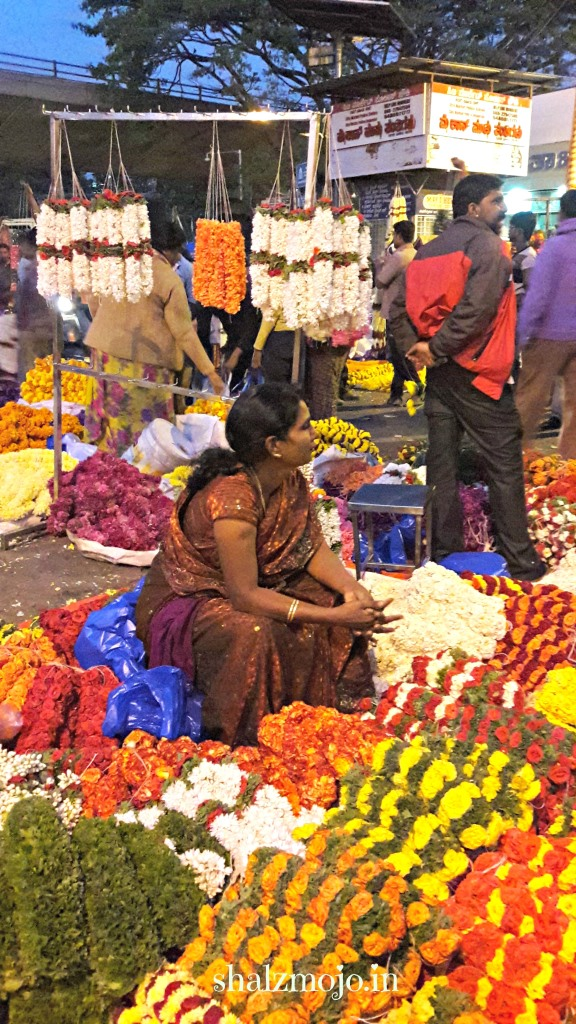 flowers-marigolds-KRMARKET-BANGALORE-flowersellers-roses-tuberoses-garlands-freshflowers-daisies-A2Z-BADGE-2017-blogging-challenge-theme-reveal-travel-stories-picture-speaks-louder-than-words-april-shalzmojosays-