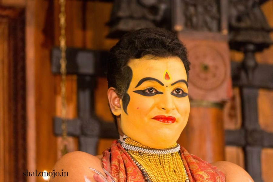 A2Z-BADGE-2017-blogging-challenge-theme-reveal-travel-stories-picture-speaks-louder-than-words-april-shalzmojosays-roadtrip-girltravel-india-traditional-dance-kerala-kathakali-fort-kochi-south-india-makeup-mythology-mahabharata