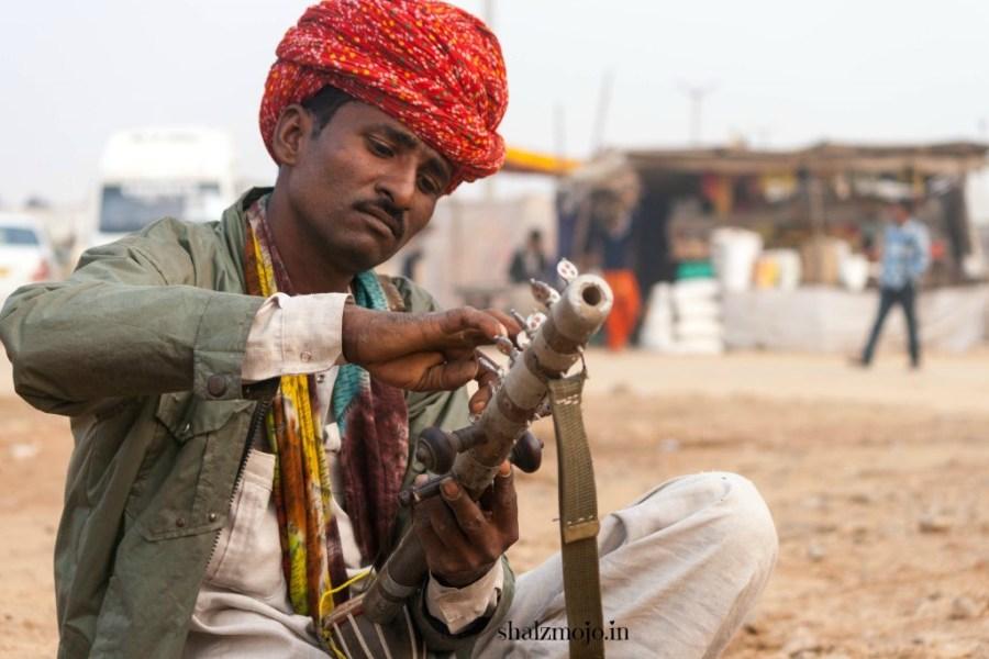 A2Z-BADGE-2017-blogging-challenge-theme-reveal-travel-stories-picture-speaks-louder-than-words-april-shalzmojosays-roadtrip-girltravel-india-ravanhattha-pushkar-musical-instrument-nomad-camel-fair-rajasthan-desert-traditional-tribal
