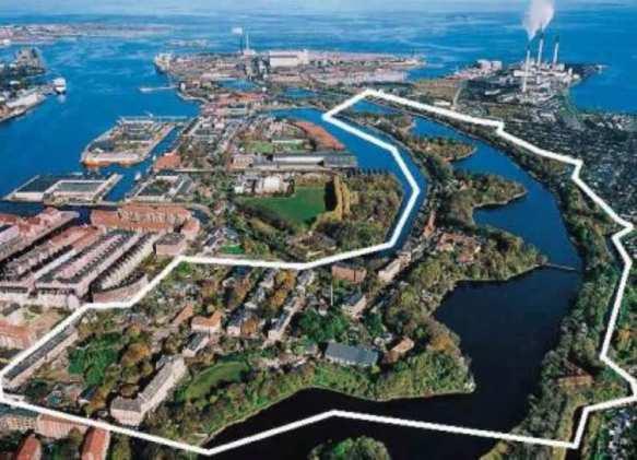 Что нужно знать о Копенгагене, пожалуй, это то, что в нем существует еще один город, свободный город Христиания.