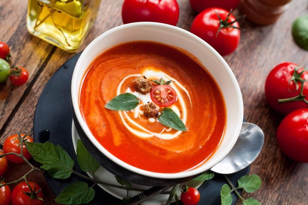 طريقة عمل شوربة الطماطم بالكريمة و الريحان شملولة