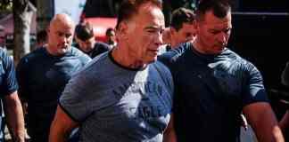 Arnold Schwarzenegger, Arnold Schwarzenegger in saouth africa, Arnold Schwarzenegger beaten by a man, urdu news, entertainment news, showbiz news, actor Arnold Schwarzenegger,