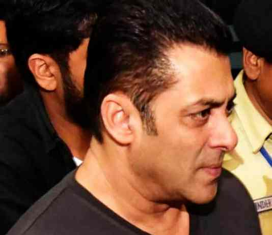 Salman Khan Slaps on security guard during premiere of bharat movie