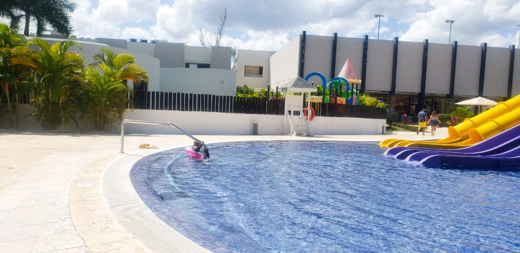 Royalton White Sands Kids pool