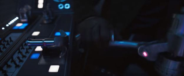 star wars solo trailer millennium falcon cockpit horizontal crank