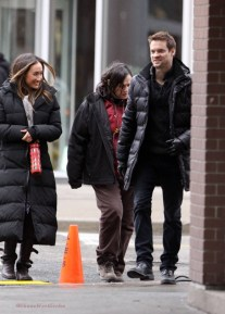 Stars am Filmset von 'Nikita' in Toronto