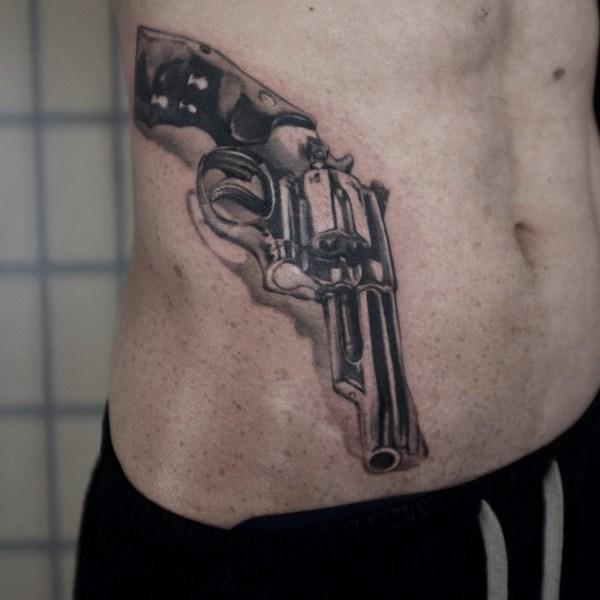 Zhuo-Dan-Ting-Tattoo-work-卓丹婷纹身作品-枪纹身写实