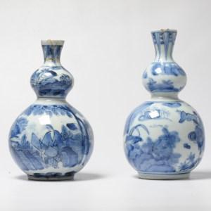 Antique Edo Period 17/18C Double Gourd Japanese Arita Vases Figure landscape