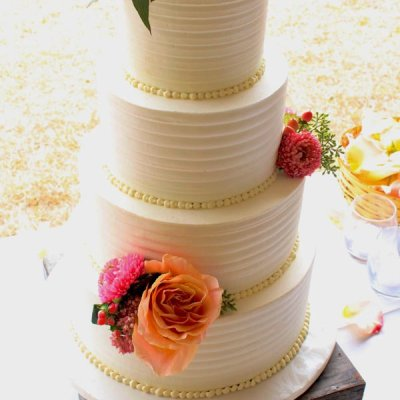 ribbed texture buttercream wedding cake