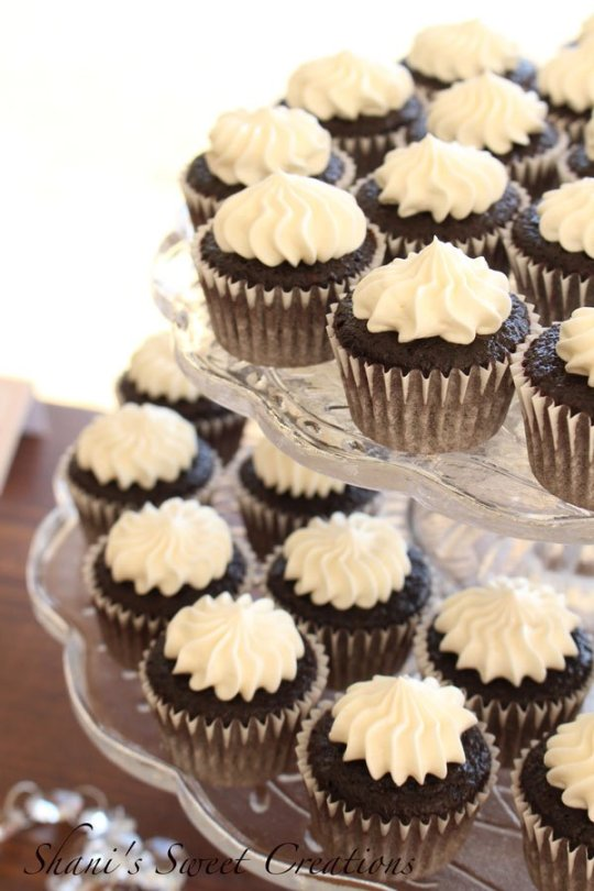 Mini chocolate cupcakes with cream cheese buttercream