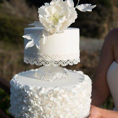 Modern vintage with ruffled wedding cake