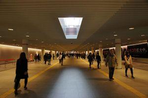 640px-Sapporo_Underground_Pedestrian_Space_Station_Road01s3