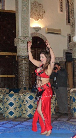 Fes Signature Evening dancer