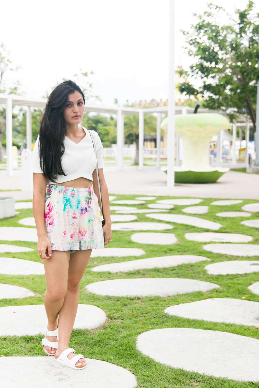 แฟชั่นบล็อกเกอร์ ไทย Thailand fashion blogger. Asos scuba crop top in white. How to wear colour for summer.