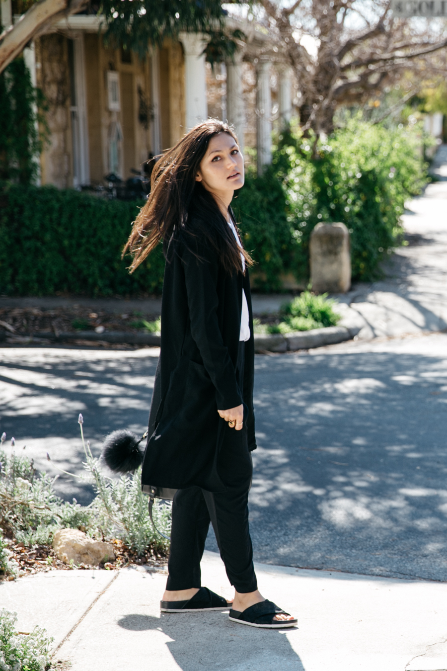 Minimal Mondays with Boohoo wearing a duster coat. Perth fashion blogger outfit.