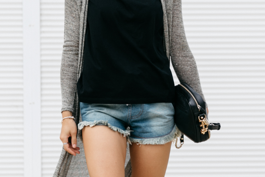 Frayed denim shorts street style outfit. Perth fashion blogger.