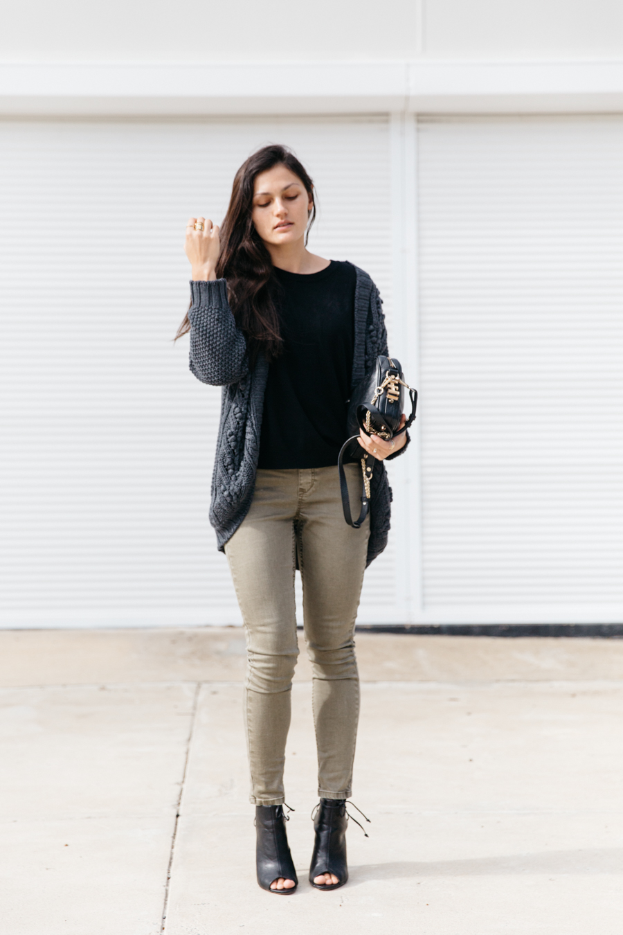 Khaki jeans outfit.