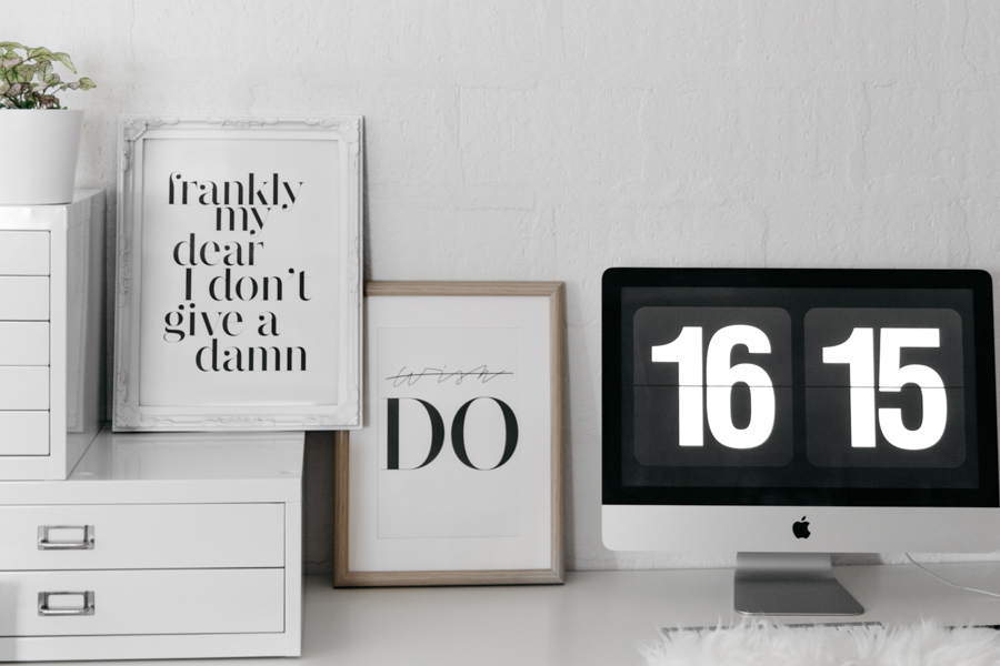 Minimalist desk inspiration. Motivational quotes inspiration prints. Desenio review.