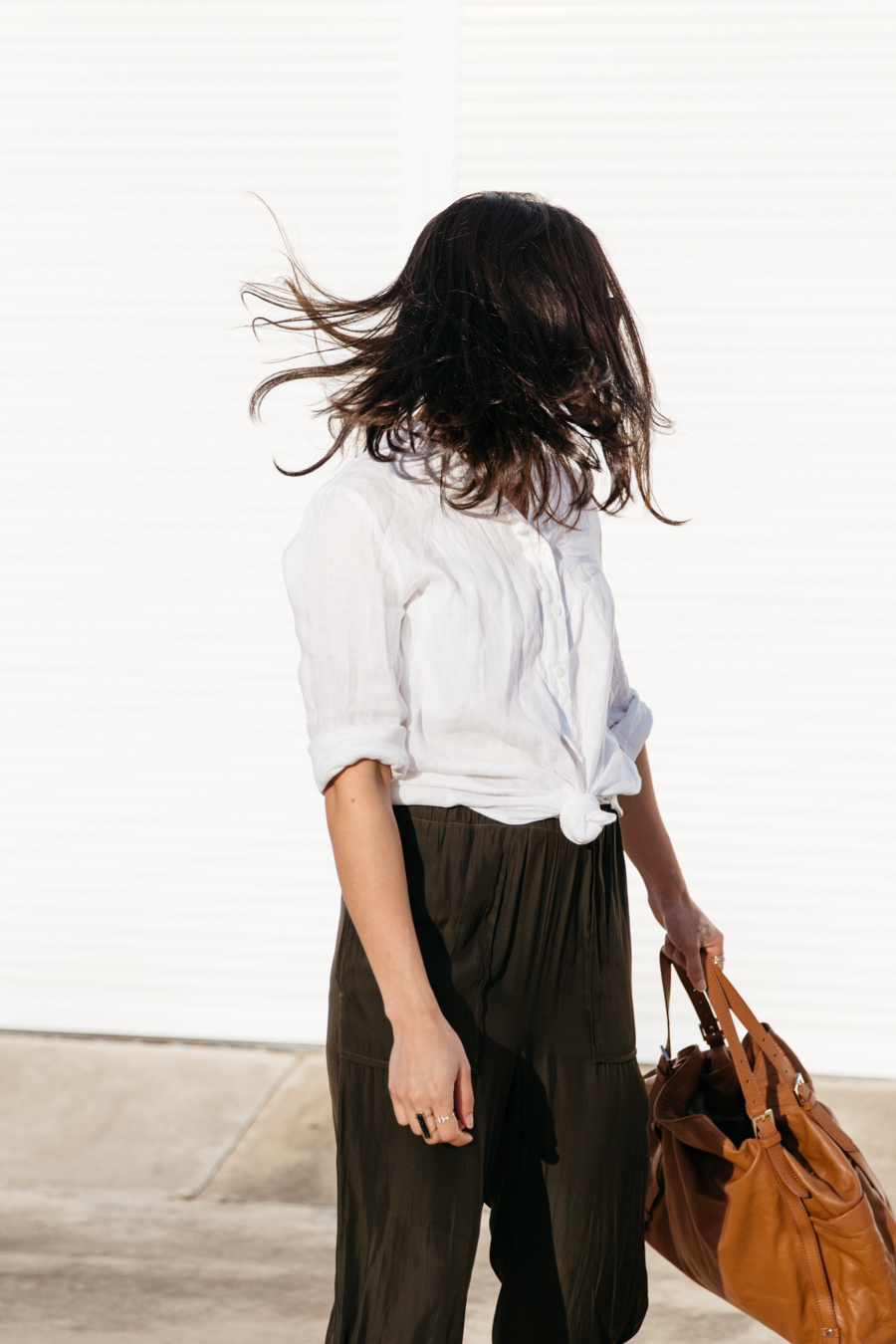 Knotted linen shirt outfit. Australian summer outfit.