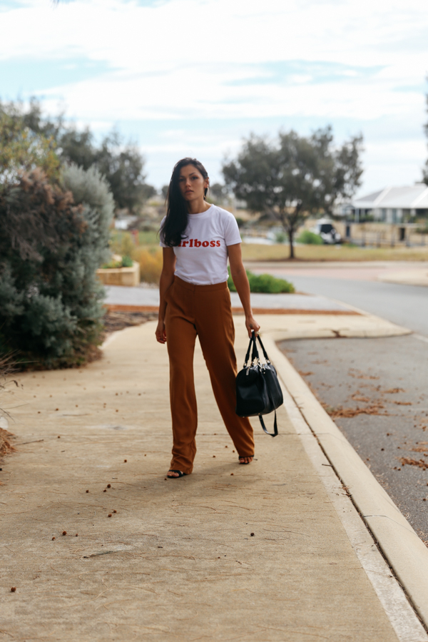 Girl boss outfit. How to wear wide leg pants.