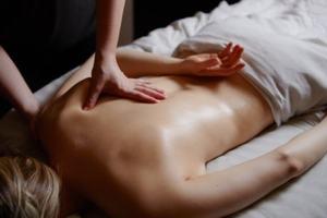 massage californien-suédois douai arras lens cambrai détente profonde libère les tensions doux et dynamique rééquilibre le corps et l'esprit profonde relaxation
