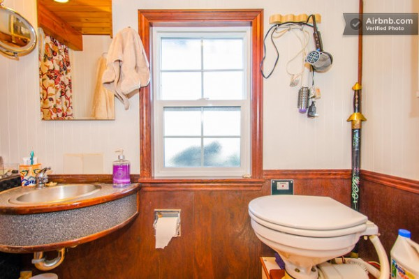 barge-tiny-house-airbnb-vacation-rental-010-600x400