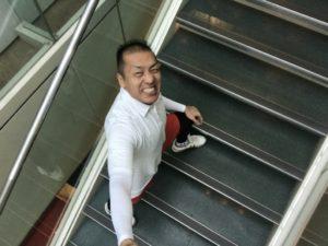シュワルツ浅井、階段飛ばしでヒップアップ!