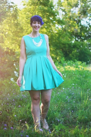 teal-dress-necklace-outfit-002