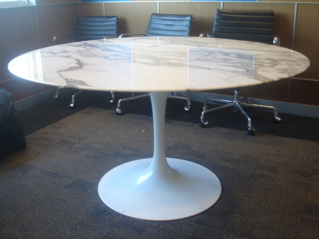 knoll saarinen white dining table with  inch round marble top image: round white marble dining table