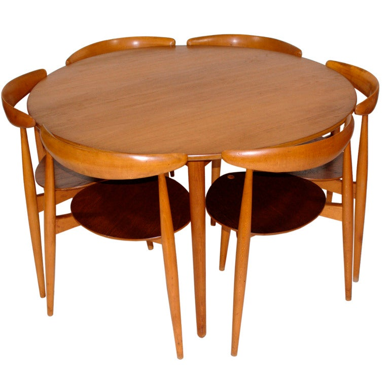 Round Table And 6 Heart Chairs By Hans Wegner At 1stdibs