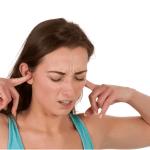 耳鳴りの原因は耳以外でどこが異常?聞こえる音による違いは?