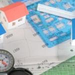 地形図の上の家の模型