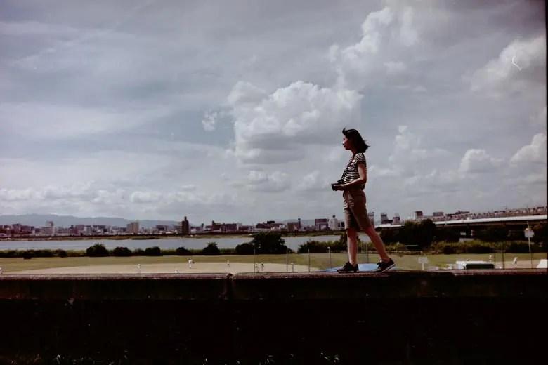 空と写る女の子